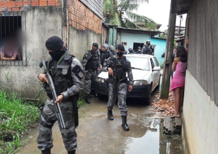 Após tiroteio e morte de suspeito, PM encontra R$ 50 mil em drogas