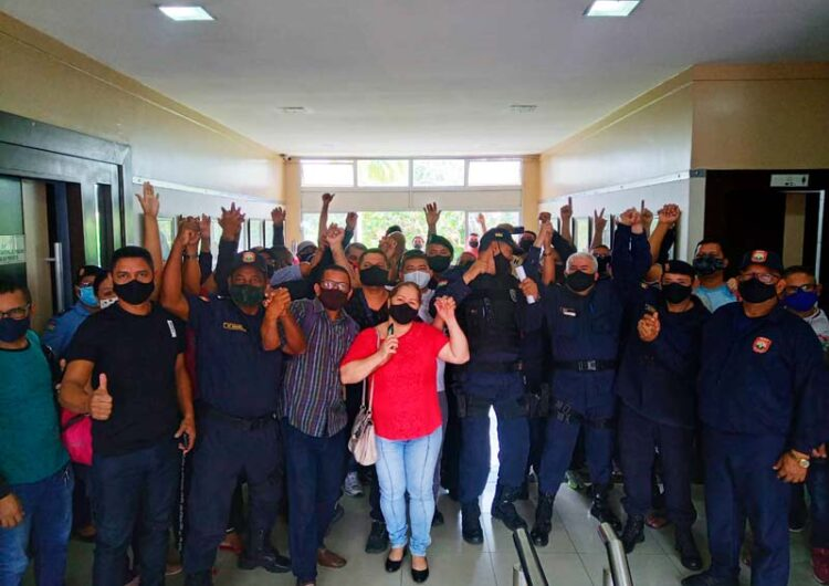 Após descontos de até R$ 3 mil, guardas de Macapá fazem manifestação