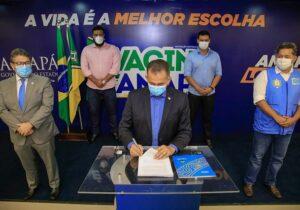 Governo do Amapá assina contrato de compra de 450 mil vacinas contra covid-19