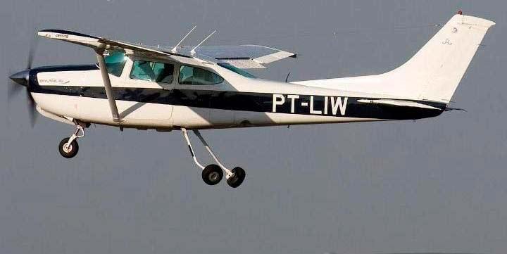 Avião é sequestrado após decolagem