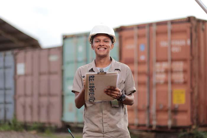 Mineradora do Amapá participa de feira de empregos