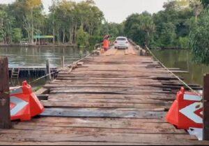 Após ser danificada por carreta, ponte é liberada para veículos leves