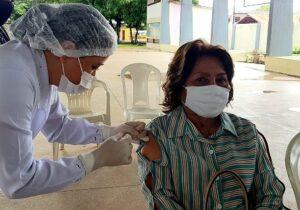 Idosos entre 75 e 79 anos podem ser vacinados na quadra da Igreja Jesus de Nazaré