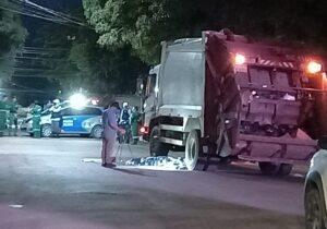 Gari morre atropelado por caminhão de lixo durante coleta