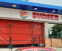 Ex-funcionários do Burger King tentam receber direitos trabalhistas