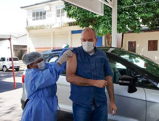 Vice-governador é vacinado contra covid-19