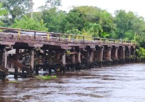Perigo de acidente restringe tráfego na ponte do Rio Vila Nova até 5 toneladas