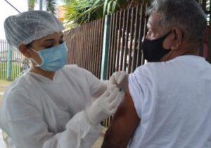 Santana começa a imunizar pessoas com comorbidades; Macapá para em 62 anos