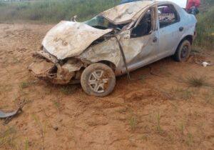 Capotamento deixa 4 pessoas gravemente feridas