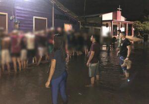 Polícia prende 26 pessoas em festa clandestina na enchente