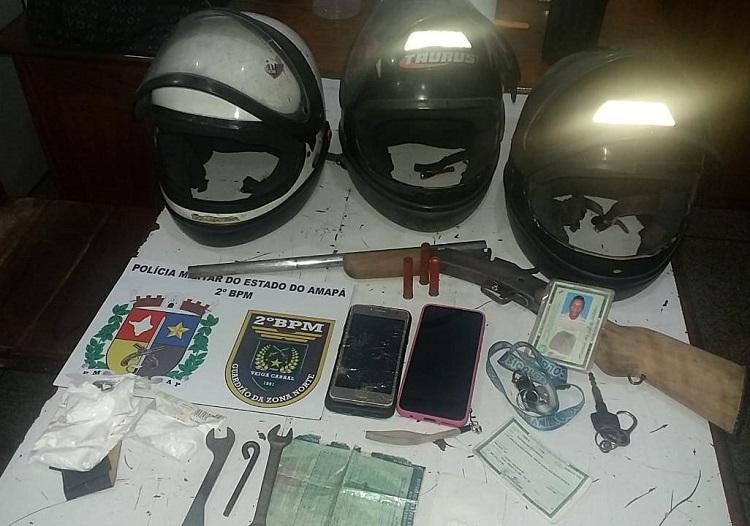 Policial tem casa invadida e luta com bandidos para defender esposa e filha