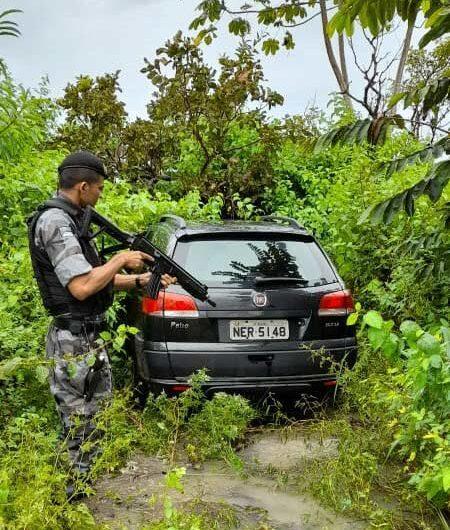 Após assalto, PM recupera três veículos roubados