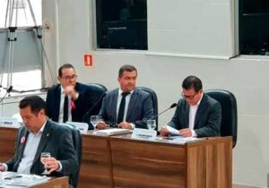 Justiça recusa pedido contra vereador acusado de gastos desnecessários
