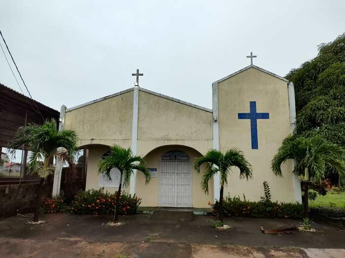 Igreja que teve até o pano do altar levado por ladrões prepara rifa
