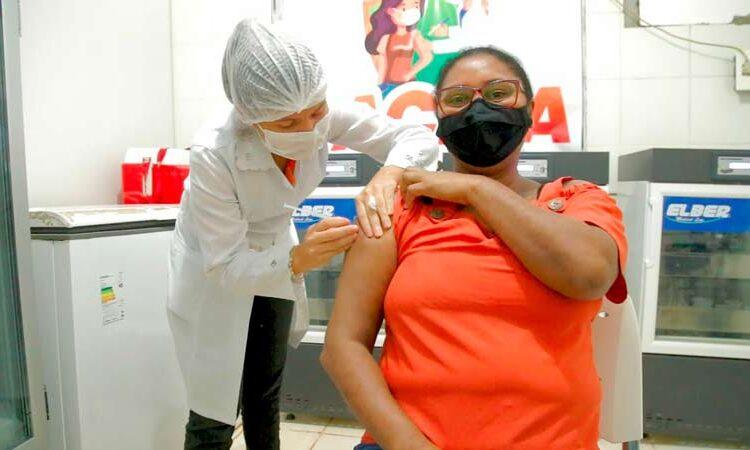 Em Pedra Branca, profissionais da educação são vacinados contra a covid