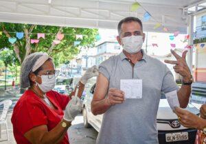 Governador e primeira-dama do Amapá são vacinados contra covid