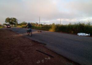 Motorista foge após atropelar e matar ciclista na Rodovia do Curiaú