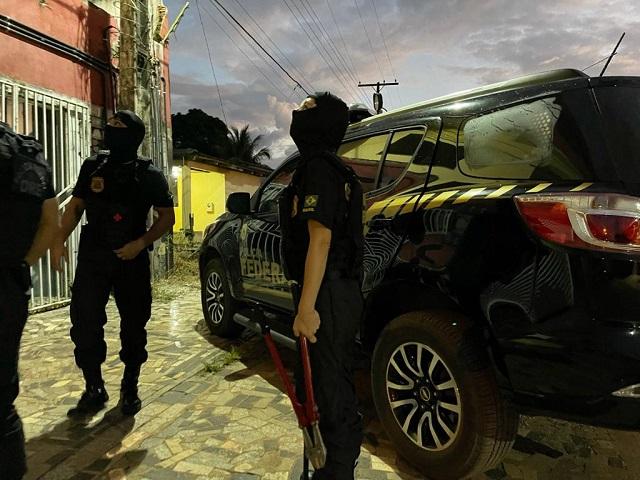 PF vasculha casa de homem suspeito de 'derramar' dinheiro falso no Amapá