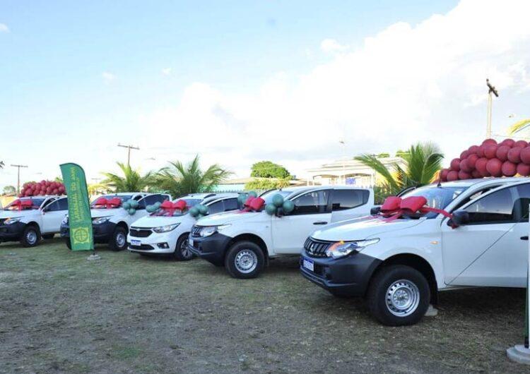 Lucas entrega carros e equipamentos para prefeitura de Laranjal do Jari