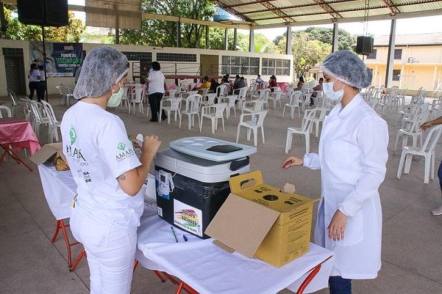 Jovens de 18 a 25 anos começam a ser vacinados em Macapá