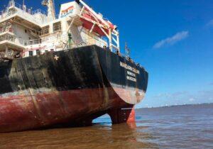 Tripulação infectada é isolada dentro de navio