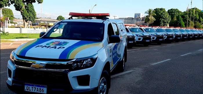 Polícia de carro novo