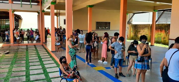 Governo e prefeitura divergem sobre vacinação de adolescentes