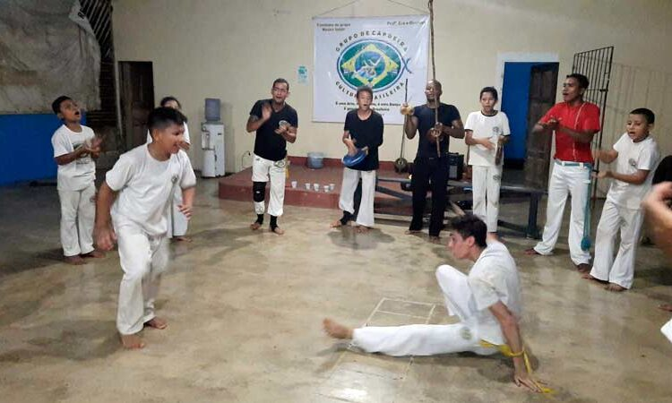 Em Macapá, voluntários buscam apoio para batizado de jovens capoeiristas