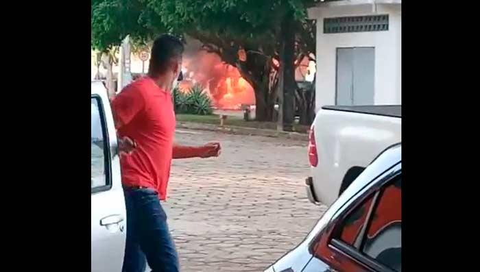 Ônibus explode e Detran é evacuado