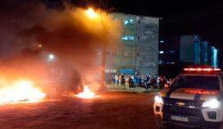 Congós: Após decisão judicial, invasores de residencial fazem protesto