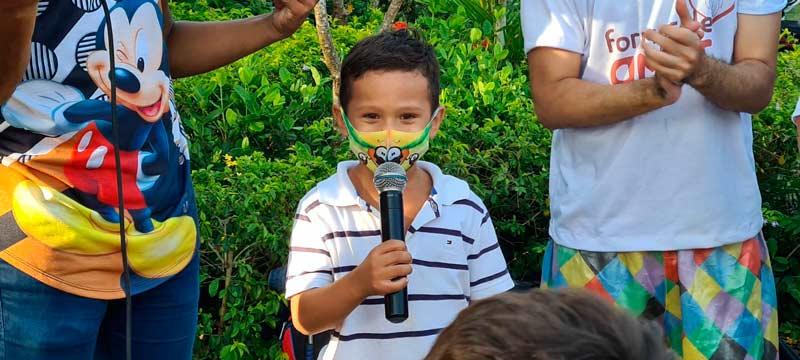 Com oração e lazer, crianças curadas do câncer celebram a vida