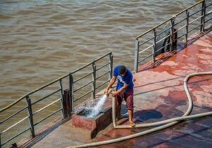 Estado envia água potável a famílias atingidas pela salinização no Bailique