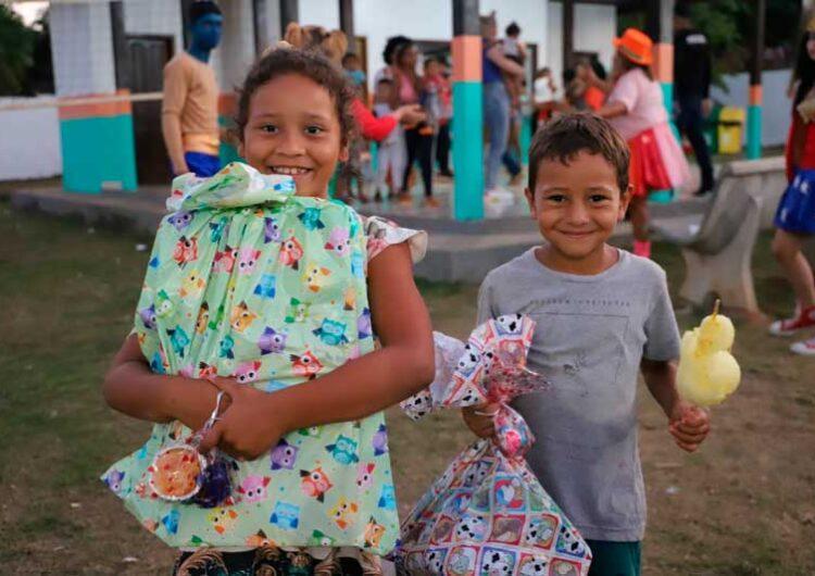 Em Pedra Branca, programação para crianças entrega 4 mil brinquedos