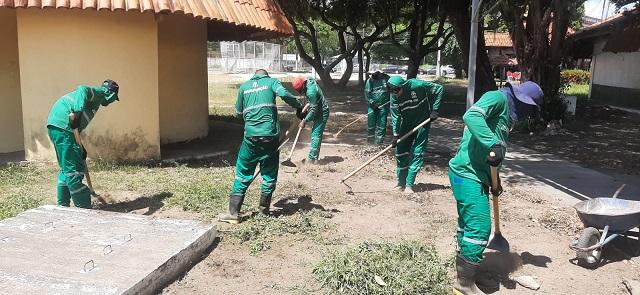 Detentos cumprem pena com limpeza e reparos na capital